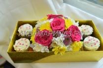 Набор капкейков со свежими цветами