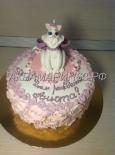 Кремовый торт с фигуркой кошечки