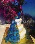 Многоярусный торт с павлином