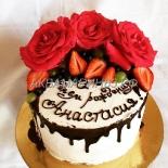 Торт со свежими цветами