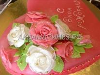Красивый торт с розами