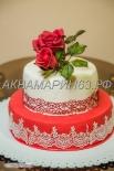 Торт на юбилей украшенный сахарным букетом