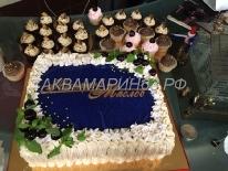 Торт с набором капкейков