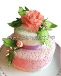 Торт - Первый поцелуй, оформлен съедобными цветами - сахарная флористика. Кондитер - Марина Рябова. Вес - 6,5 кг.
