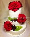Торт на свадьбу с живыми цветами