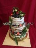 Торт без мастики с клубникой и ягодами на свадьбу